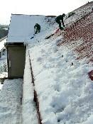 Odstraňování sněhu a ledu ze střech