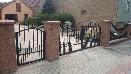 Dvojkřídlá brána