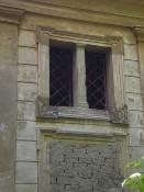 Hrobka hrabat Deymů (čelní strana)