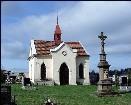 Kamenná kaple na hřbitově