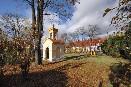 Zvonička v zahradě u školy