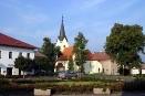 Náměstí s pohledem na kostel Sv. Jana Křtitele