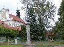 Pomník padlých a kostel sv. Matouše