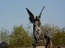 Sochařské dílo jako památník na hřbitově ve Vojicích
