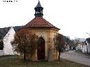 Kaple na návsi